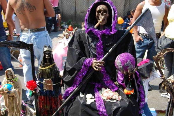 13. La Santa Muerte de gala