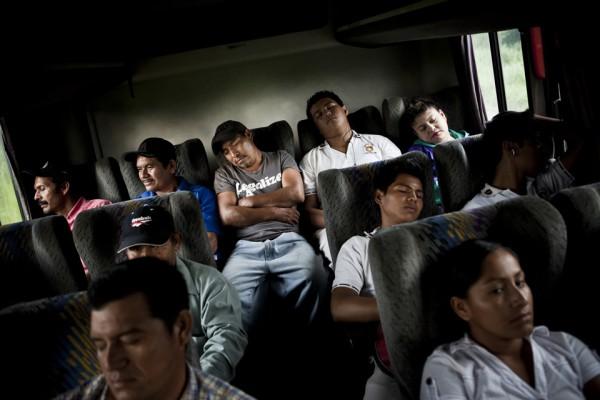 6. Maldonado dirigiéndose hacia donde vive su familia. El viaje a casa dura tres días y tres noches.