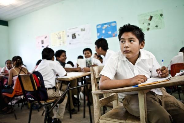 14. Con el dinero que Maldonado enviaba, se pagaba la escuela de sus hijos.